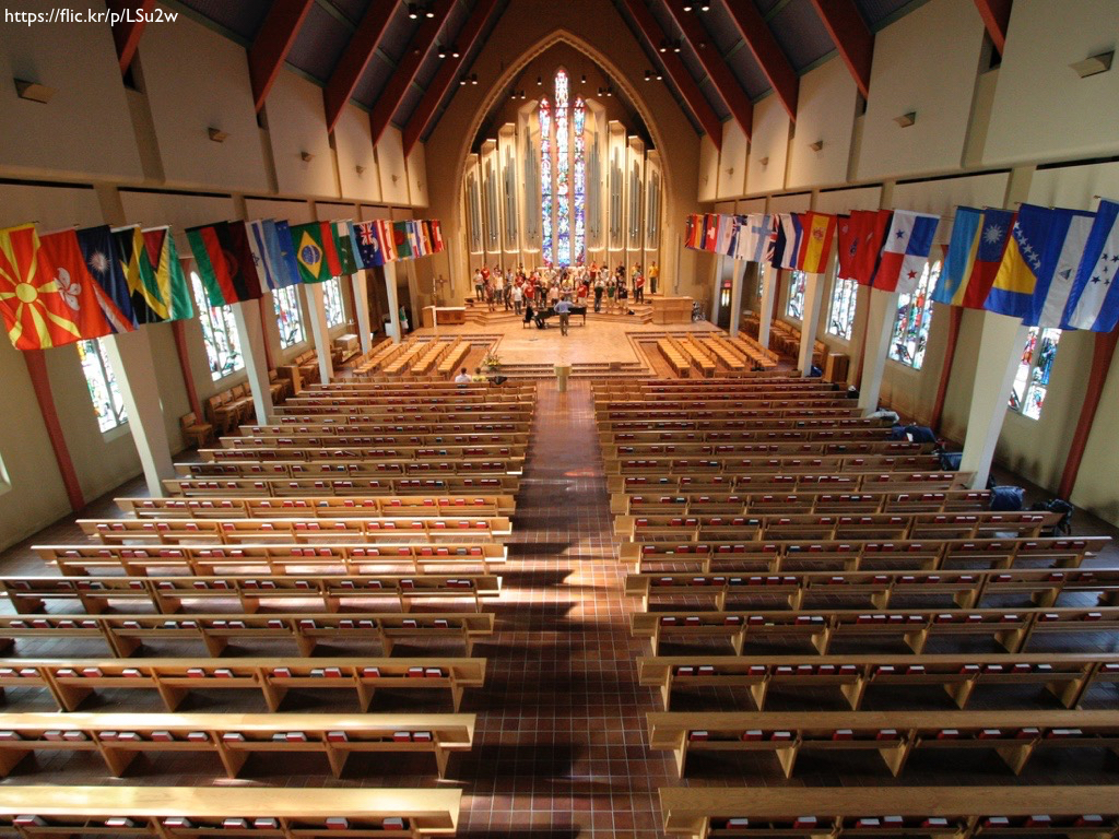The interior of Boe Memorial Chapel at St. Olaf's College