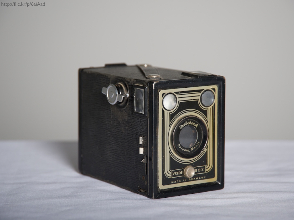 An antique Vredeborch camera.